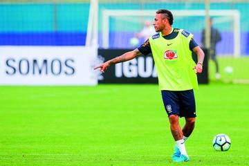 Neymar se une a Brasil para jugar contra Ecuador