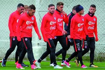 Chile comienza a trabajar con 24 futbolistas