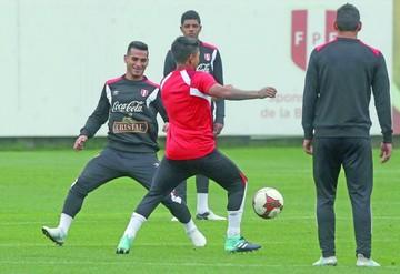 Ruidíaz y Cáceda se perfilan como titulares en Perú