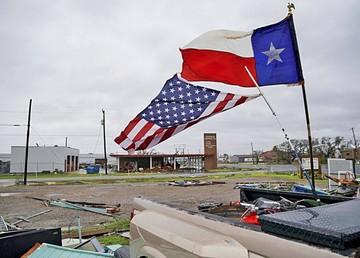 """Trump visita Texas tras el paso del """"épico"""" Harvey"""