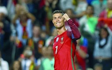 Ronaldo lidera la goleada  portuguesa con un triplete