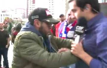 Fanático hincha boliviano agrede a periodista chileno