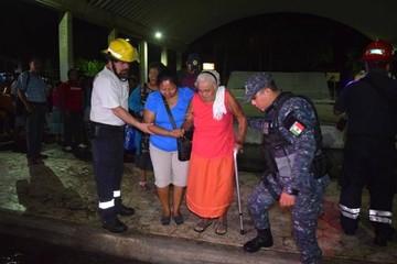 Sube a 32 la cifra de muertos en el sur de México por fuerte terremoto