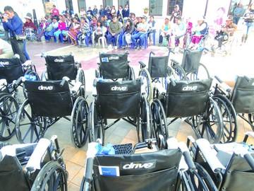 Entregan insumos para personas discapacitadas