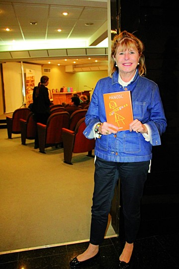 Escritora francesa Katherine Pancol presenta novela