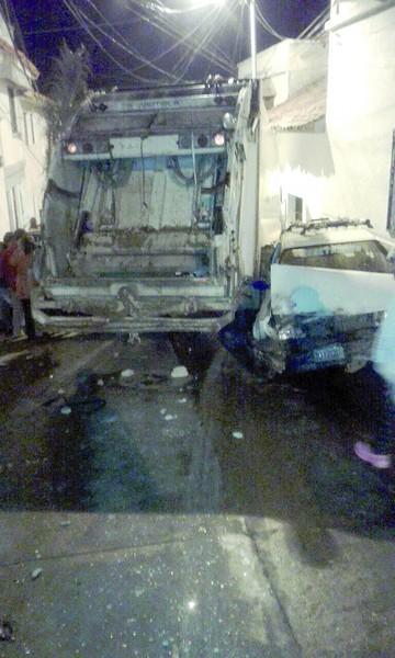 Choque múltiple de carro basurero alarmó a vecinos