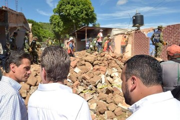 Arranca demolición de casas afectadas por terremoto en la mexicana Juchitán