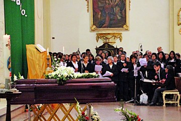 Dan último adiós a Cáceres, laureada directora de coros