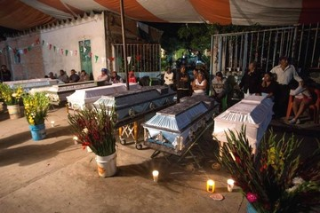 Ascienden a 32 los niños muertos en derrumbe de colegio por sismo en México