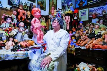 Doctor de muñecas restaura recuerdos, ilusión y cariño