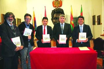 Presentan libro con relatos de la ciudad de La Plata
