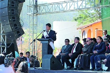 Designan a Evo presidente  honorario del Bicentenario