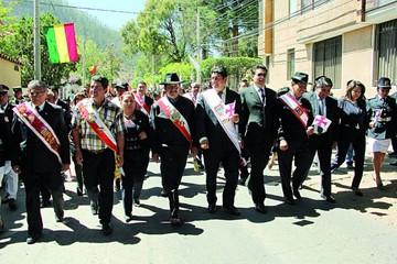 Masivo desfile cierra el festejo de la fundación