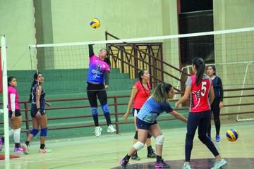 Preselecciones de voleibol cierran trabajo en Sucre