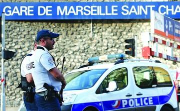Ataque terrorista en estación de Francia deja a dos fallecidas