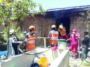 Zona Cessa: Incendio consume enseres de una habitación