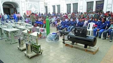 Transfieren maquinarias a emprendedores locales