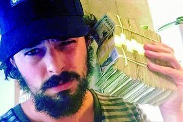 Vendió en Instagram pilas de dinero como obras de arte