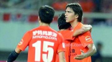Martins marca doblete  en el triunfo del Wuhan Zall