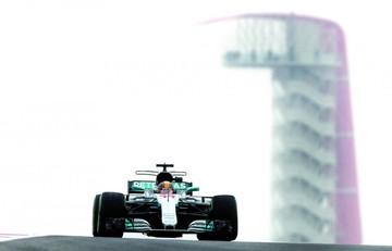 Hamilton lidera ensayos