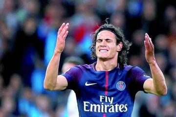 Cavani salva el invicto del PSG en el clásico francés