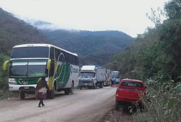 Universitarios bloquean en Monteagudo