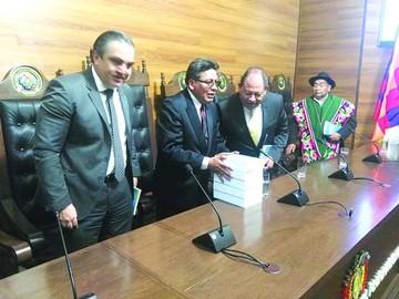 Bacarreza destaca la Constituyente y presenta su libro
