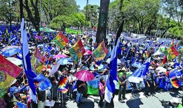 El MAS hace gala de su fuerza para apoyar reelección