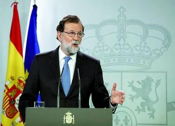 Cataluña declara independencia y Madrid suspende su autonomía
