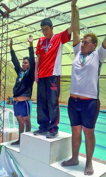 Nadadores cumplen prueba