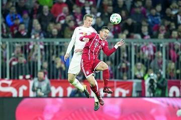 Bayern celebra gracias a James  y Lewandowski