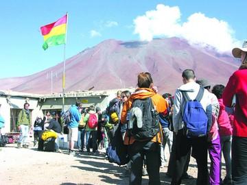 Bolivianos sufren más con normativa en Chile