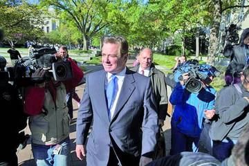Ordenan arresto a ex asesor de Trump