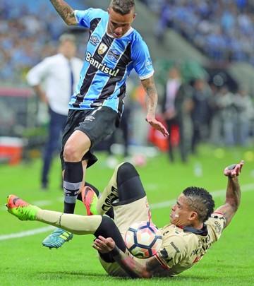 Gremio resiste ataque ecuatoriano y jugará con Lanús