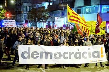 Cárcel para ocho independentistas; suerte de Puigdemont está en duda