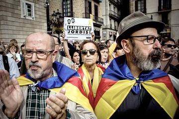 Cataluña comienza nuevo ciclo de tensión a un mes de consulta