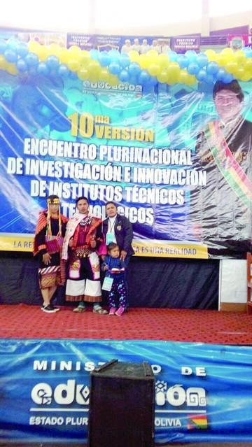 Guía turística en quechua gana un premio