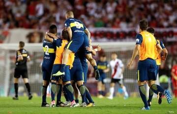 Con goles de Cardona y Nández, Boca se impuso ante River en el superclásico