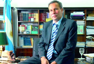 Informe: Asesinos de fiscal Nisman fingieron suicidio