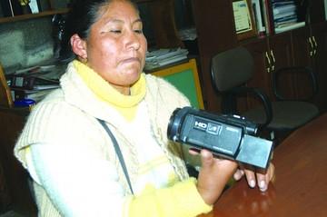 Periodista recupera cámara