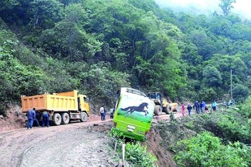 Tránsito aconseja precaución en caminos húmedos