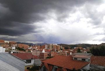"""Fuerza Aérea """"bombardea"""" nubes para que haya agua en Sucre y Potosí"""