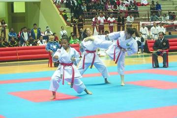 Infantiles compiten en Karate