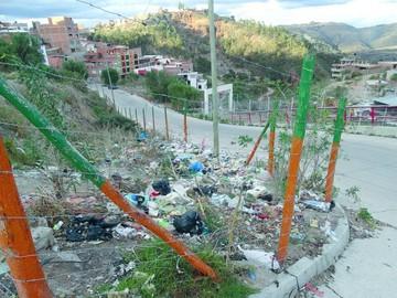 El barrio Mesa Verde sufre por los botaderos de basura