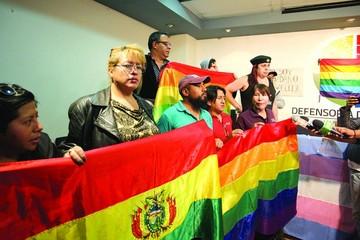 Comunidad LGBTI instala huelga en la Defensoría