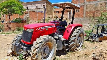 Abandonan maquinaria agrícola sin responsables