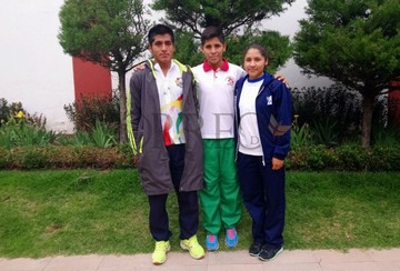 Triatletas bolivianos vencen sus miedos y ganan medalla de oro en valentía