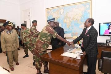 Mugabe se aferra al poder y espera una moción de censura