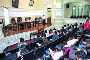 Docentes universitarios se reúnen en Sucre
