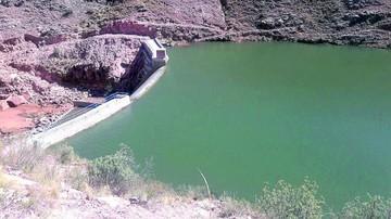 Liberan agua de una presa para incrementar caudal